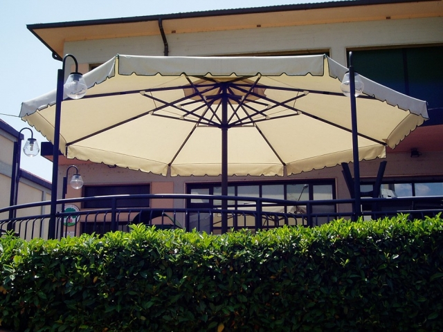 Large Round Commercial Umbrella