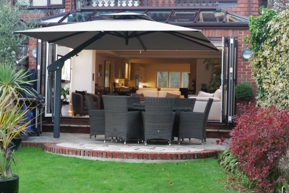 Piazza Side Arm Parasol - Taupe